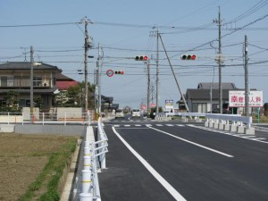 神服織機殿神社への道