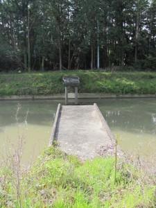 外城田川の壊れた橋