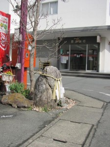 田丸城址へ向かう途中、百五銀行の前