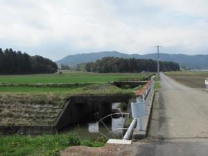 田宮寺への途中、水路が