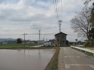 小社神社から田丸駅への途中、県道717号線を越える手前