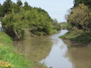 妙法寺付近の外城田川にかかる橋からの風景