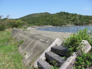 池の浦シーサイドパーク前の堤防