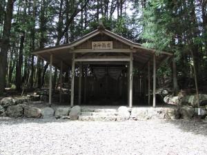 R42号線を滝原宮へ向かう途中 岩瀧神社