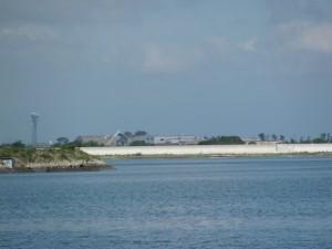 大湊の西側から対岸を望む