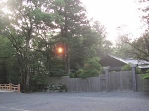 朝日(斎館前)