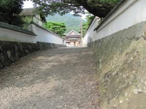 五十鈴川河畔からおはらい町通りを望む