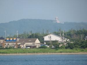 大湊の海岸から伊勢・安土桃山文化村を望む
