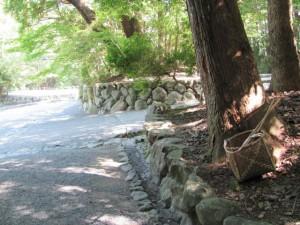 瀧祭神の近く