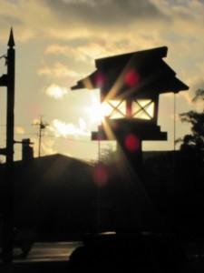表参道前の巨大な灯篭