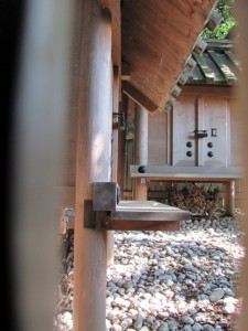 田上大水御前神社(左手前)、田上大水神社(右奥)