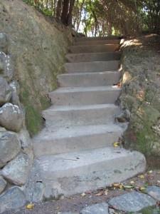 神宮御料鰒調製所から鎧崎の上部へ