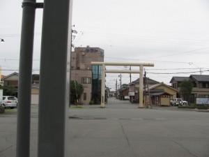 JR二見浦駅から夫婦岩表参道を望む
