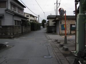御塩道(右手に火の見櫓)
