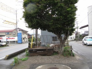 御塩道(右手の細い道へ)