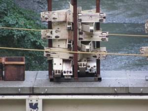 解体中の風日祈宮橋の仮橋