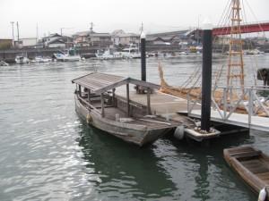木造船みずきと葦船(海の駅 神社)