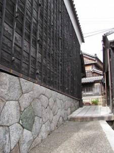 (1)弐の蔵と(1)壱の蔵の間の路地
