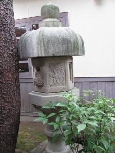 (9)の隣の庭