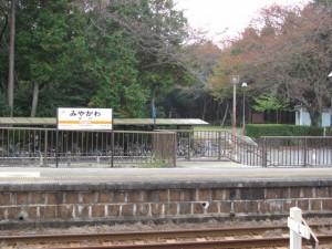 宮川駅から離宮院公園を望む