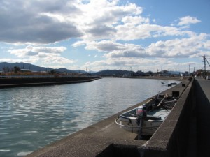 勢田川左岸、牟山中臣神社付近
