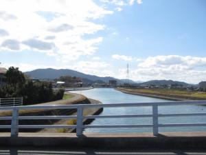 勢田大橋から上流を望む