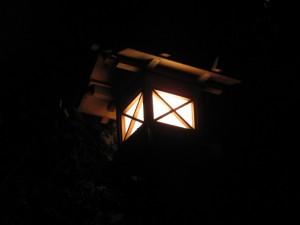 荒祭宮への石段の上にある常夜灯