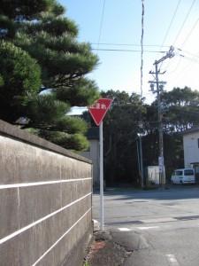 堅田神社の前