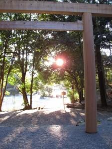 饗土橋姫神社から宇治橋を望む