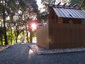 饗土橋姫神社の後ろから宇治橋を望む