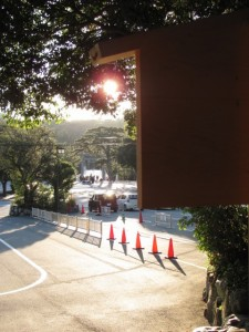 饗土橋姫神社の前から宇治橋を望む