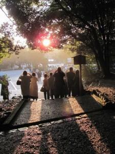 饗土橋姫神社の前から