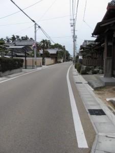 竹神社の先の中町公民館を目指す