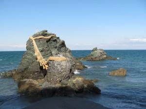 夫婦岩と烏帽子岩(蛙岩)