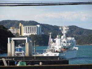 鳥羽商船艇庫前から望む旅荘 海の蝶