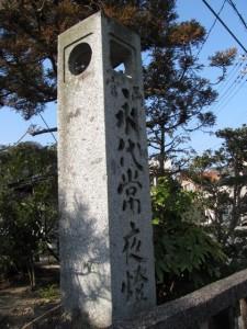 両宮永代常夜燈(祖霊社)
