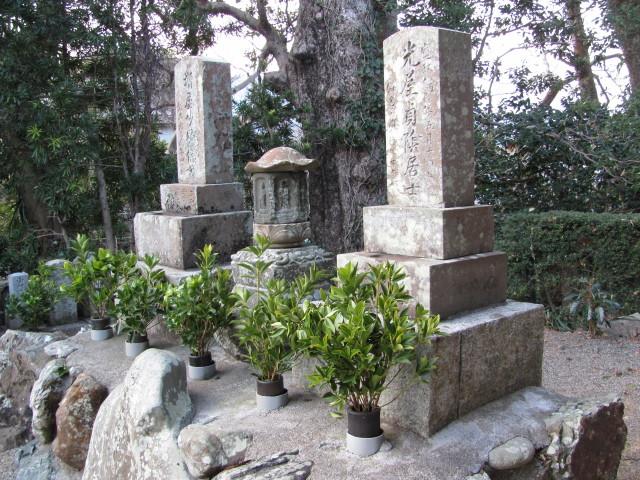 大林寺の比翼塚(古市街道) 2011年01月29日時点