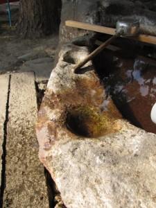 盃状穴(世木神社)