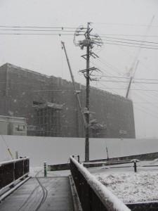 2011年の初雪(日本赤十字病院建築現場)