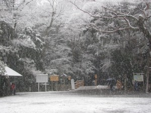 雪の北御門参道火除橋(外宮)