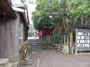 坂社と伊勢上座蛭子社を結ぶ参道