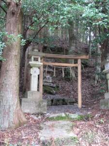 熊野古道 里登り口付近の祠