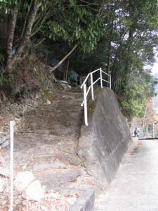 三瀬川登り口へ、祠