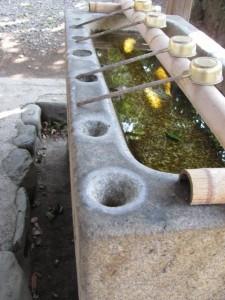 手水石(箕曲中松原神社)
