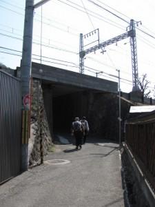 近鉄奈良線のゲートをくぐる