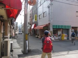 宮西青果店(天理本通商店街から市座神社へ)