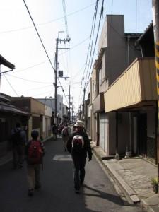 天理本通商店街から市座神社へ