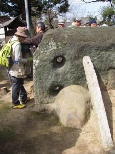青石(市座神社)