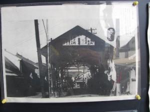 丹波市町市場跡の小屋組の下の掲示
