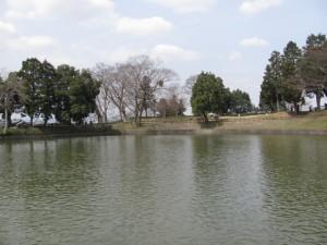 内堀と前方部分(黒塚古墳)